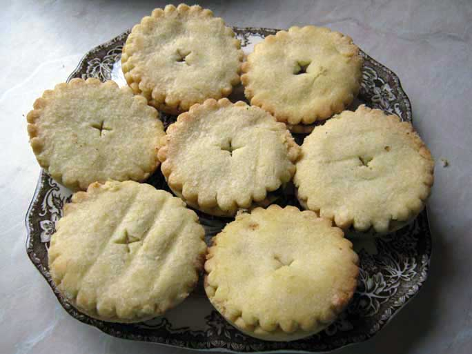 Traditional english christmas mince pies from fantasy for English mincemeat recipe